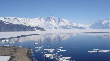 Malgré le réchauffement climatique, des photos de la NASA montre que l'Antarctique gagne en calottes glacières en hiver