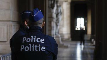 Le jeune qui a lancé un pavé sur la police à Jette cité devant le tribunal correctionnel