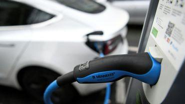 Dans le cadre du plan de relance, le gouvernement entend consacrer 1,9 milliard d'euros pour soutenir la demande en véhicules propres
