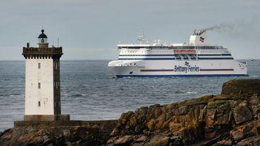 Un ferry de la Brittany Ferries au large du Conquet dans le Finistère le 4 décembre 2017