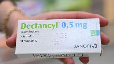 Un traitement à base de cortisone, la dexamethasone, a des effets positifs.