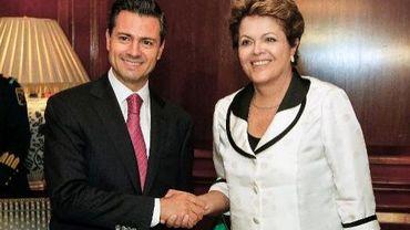 Photo publiée le 26 janvier 2013 par la présidence brésilienne à l'occasion d'une rencontre entre la présidente du Brésil, Dilma Rousseff (d) et son homologue mexicain, Enrique Pena Nieto, à Santiago au Chili