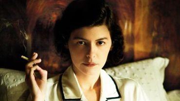 """Les affiches de """"Coco avant Chanel"""" montrant Audrey Tautou une cigarette à la main ont été interdites par la régie publicitaire des transports publics parisiens."""