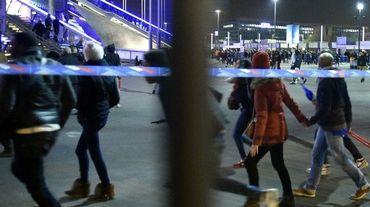 Des spectateurs à la sortie du Stade de France le 13 novembre 2015 à Saint-Denis