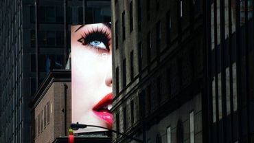 Une publicité pour des produits de maquillage, le 20 septembre 2012 à New York