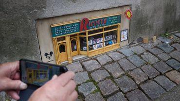 Dans le sud de la Suède, les maisons et boutiques miniatures des mystérieux artistes de rue d'Anonymouse remportent un succès grandissant.
