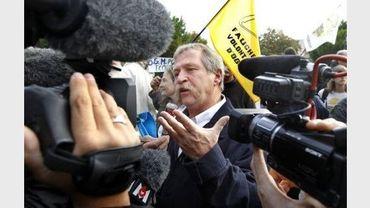 """l'eurodéputé José Bové, le 11 octobre 2010 au palais de justice de Marmande où il comparaît avec des """"faucheurs volontaires"""""""