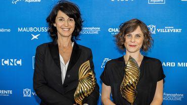 """Les réalisatrices Zabou Breitman (à gauche) et Eléa Gobbe-Mévellec (à droite) ont remporté le trophée """"Valois de Diamant"""", au Festival du film d'Angoulême, pour leur long métrage """"Les Hirondelles de Kaboul""""."""