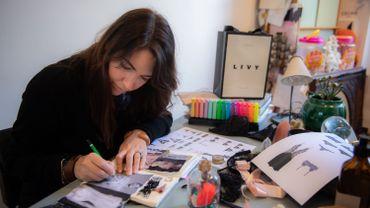 """Lisa Chavy a créé d'emblée trois gammes aux noms de villes. """"Paris est la plus sexy, New York la plus innovante, Los Angeles la plus quotidienne"""", résume cette élégante de 39 ans, longue chevelure brune, pantalon fluide et chemisier soyeux."""