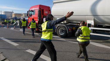 Les gilets jaunes bloquent désormais un dépôt pétrolier en Flandre