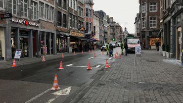 Le marquage au sol des nouvelles places de parking a fait son apparition rue de l'Ange à Namur