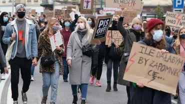 Les Polonais manifestent à Varsovie pour le droit à l'avortement