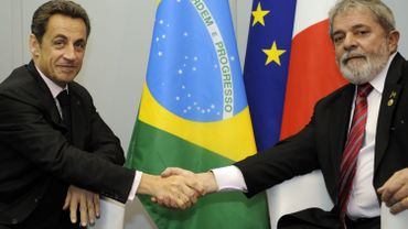 C'est un contrat signé à l'occasion d'une visite de Nicolas Sarkozy, alors président de la République, à son homologue Lula, qui est au centre de l'enquête