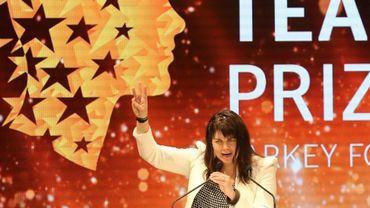 """Maggie MacDonnell, enseignante canadienne travaillant dans un village reculé de l'Arctique, s'exprime après avoir remporté à Dubaï le prix du """"meilleur professeur du monde"""", le 19 mars 2017"""