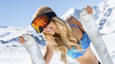 Des Russes battent le record de ski… à bikini