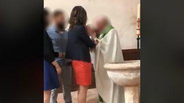 La vidéo d'un prêtre giflant un bébé crée l'émoi sur les réseaux sociaux