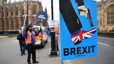Après le vote de confiance, quel plan B pour le Brexit?