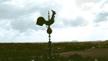 Un coq domine à nouveau la paroisse Saint-Lambert à Courcelles
