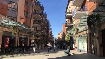 Louvain-la-Neuve, une ville piétonne mais vers laquelle convergent de plus en plus de voitures