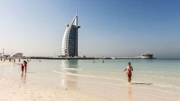 Jumeirah Beach et l'hôtel Burj al Arab (Dubaï).