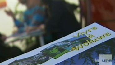 """""""Vivre à Woluwe"""", un toutes-boîtes publié avec le concours de l'ancien responsable du journal communal, Patrick Rahier."""