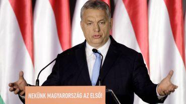 Hongrie: Orbán entre en campagne, avec Juncker dans le viseur