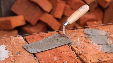 La charte vise à protéger les ouvriers venus d'autres pays d'Europe pour travailler sur des chantiers mais à un salaire très inférieur à celui des ouvriers belges.