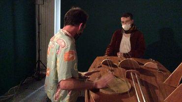 Vielle à roue géante, bourdon résonant, au Musée Art et Marges