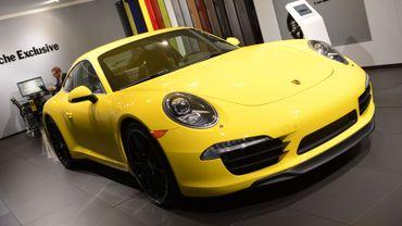 Les malfrats ont dérobé quatre nouveaux véhicules, dont une Porsche 911 à Pecq (illustration).