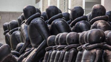 """Ai Weiwei expose sa """"loi du voyage"""" à Prague"""