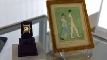 La valeur de cette montre en or de 18 carats, style tank et bracelet lézard, avec le tableau peint de la main de la plus emblématique des Premières dames américaines, avait été initialement estimée entre 60.000 et 120.000 dollars.