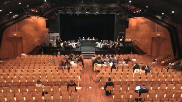 La première séance se tiend exceptionnellement au centre culturel 't Vondel