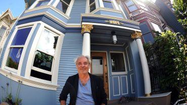 """Maxime Le Forestier devant """"la Maison bleue"""", qu'il a chantée, à San Francisco, en 2011"""