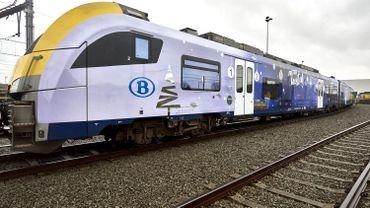 Ce train tout bleu circulera dans un premier temps, jusqu'au 21 décembre, dans les zones suburbaines de Bruxelles, Anvers, Gand, Liège et Charleroi.