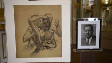 Danseuses en buste, un dessin au fusain d' Edgar Degas