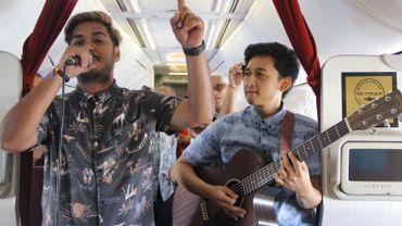 La compagnie nationale indonésienne Garuda a commencé à tester des concerts acoustiques en plein vol, un argument marketing destiné à séduire de nouveaux clients.