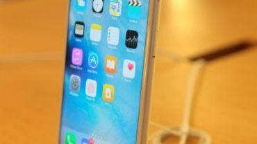 L'iPhone 6s plus dans un Apple Store.