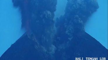 Indonésie: une éruption volcanique perturbe les liaisons aériennes