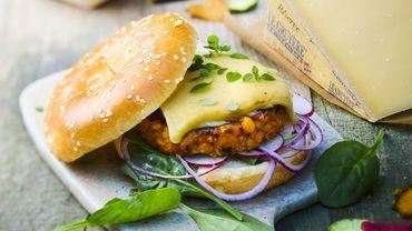 Burger de steak de pois chiches aux épinards frais  au gruyère.