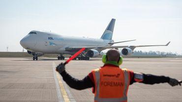 Coronavirus: l'avion transportant 6 millions de masques a atterri à l'aéroport de Liège