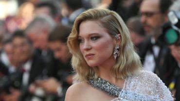 Parfaitement assortis à la robe de Léa Seydoux, les pendants d'oreilles asymétriques 'Lierre de Paris' de Boucheron, en or blanc et diamants, ont illuminé le tapis rouge. Cannes, le 8 mai 2018.