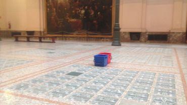Il pleut dans les salles de nos musées (ici aux MRAH du Cinquantenaire)
