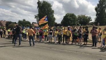 Plus de 150 supporters rassemblés devant la villa de Carles Puigdemont à Waterloo
