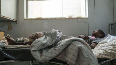 Desalegn Gebreselassie, 15-ans, a été gravement blessé à la jambe, dans une attaque sur le village de Fraewoyni, dans l'est du Tigré. Il est soigné à l'hôpital Ayder Referral de Mekele, la capitale de la région.