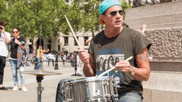 Chad Smith fait son show en rue
