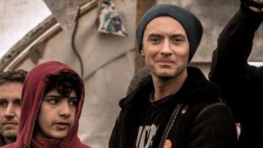 Jude Law à Calais pour soutenir les migrants