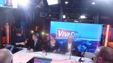 Ambiance détendue dans le studio VivaCité Charleroi pour les bourgmestres
