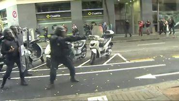 Référendum en Catalogne: la police nationale tire des balles en caoutchouc sur la foule