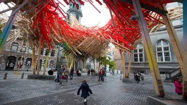 """Le """"Passenger"""" d'Arne Quinze dans le centre urbain de Mons, en 2015"""