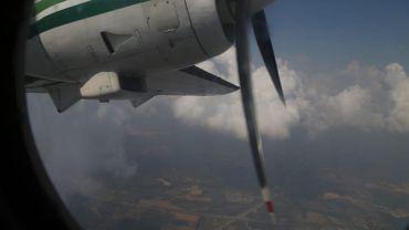 Avion faiseur de pluie dans le ciel thaïlandais